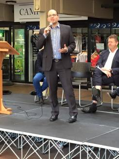 Speaking at the AUSA 'Debt Sentence' Rally in University of Auckland Quad.